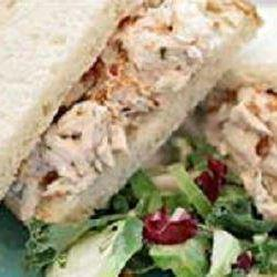 Sandwiches au poulet, au bacon et à la sauce ranch